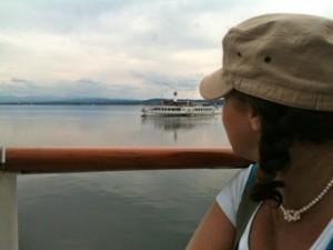 Spiegelglattes Wasser, im Hintergrund die Berge und Schaufelraddampfer Herrsching - da waren wir schon auf der Rückfahrt