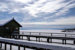 Blick von Schondorf über den zugefrorenen Ammersee